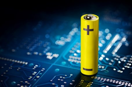 Yellow mignon battery